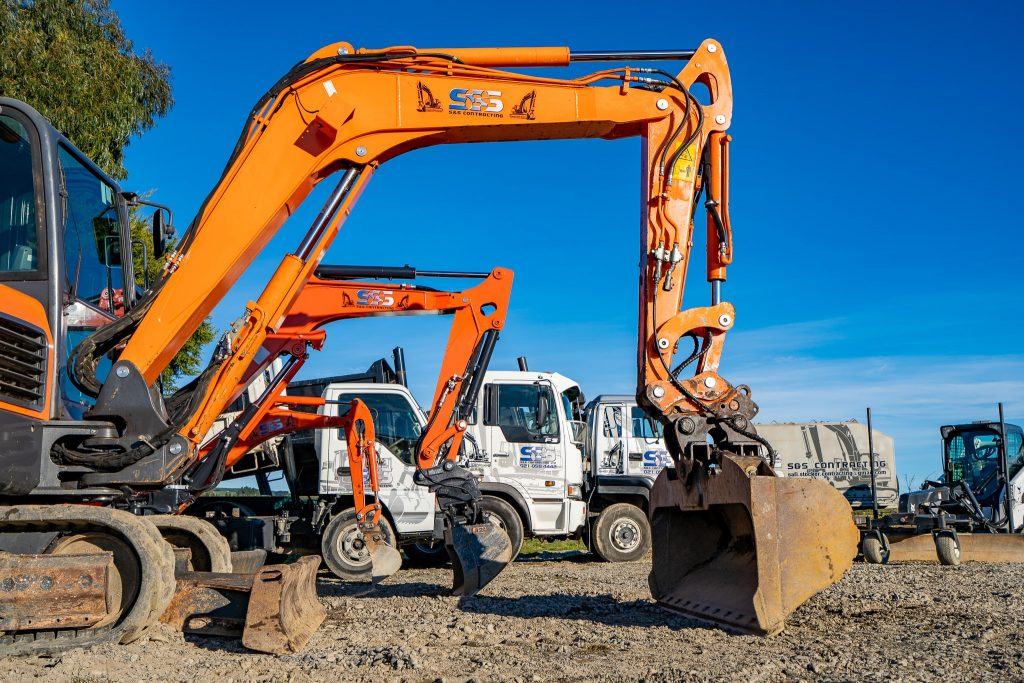 SnS Contracting had their equipment photographed by MoMac